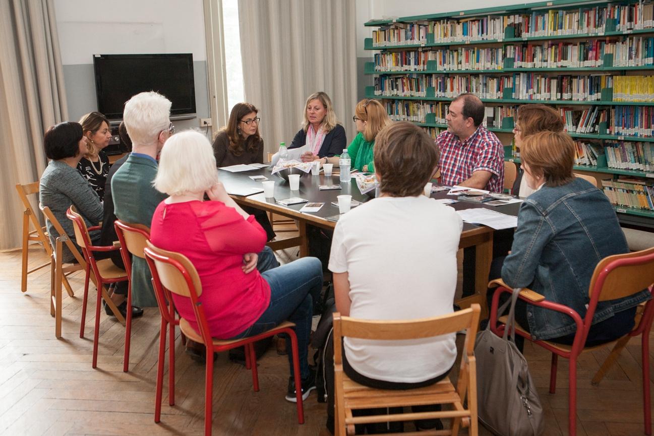"""Reunión con profesores de la """"Scuola Media Statale Vivaio"""" de Milán"""