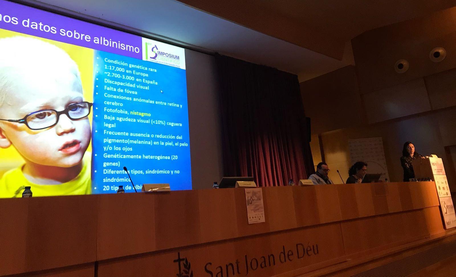Almudena Fernandez del Laboratorio del Dr.Lluis Montoliy CNB-CSIC presentado proyecto sobre albinismo