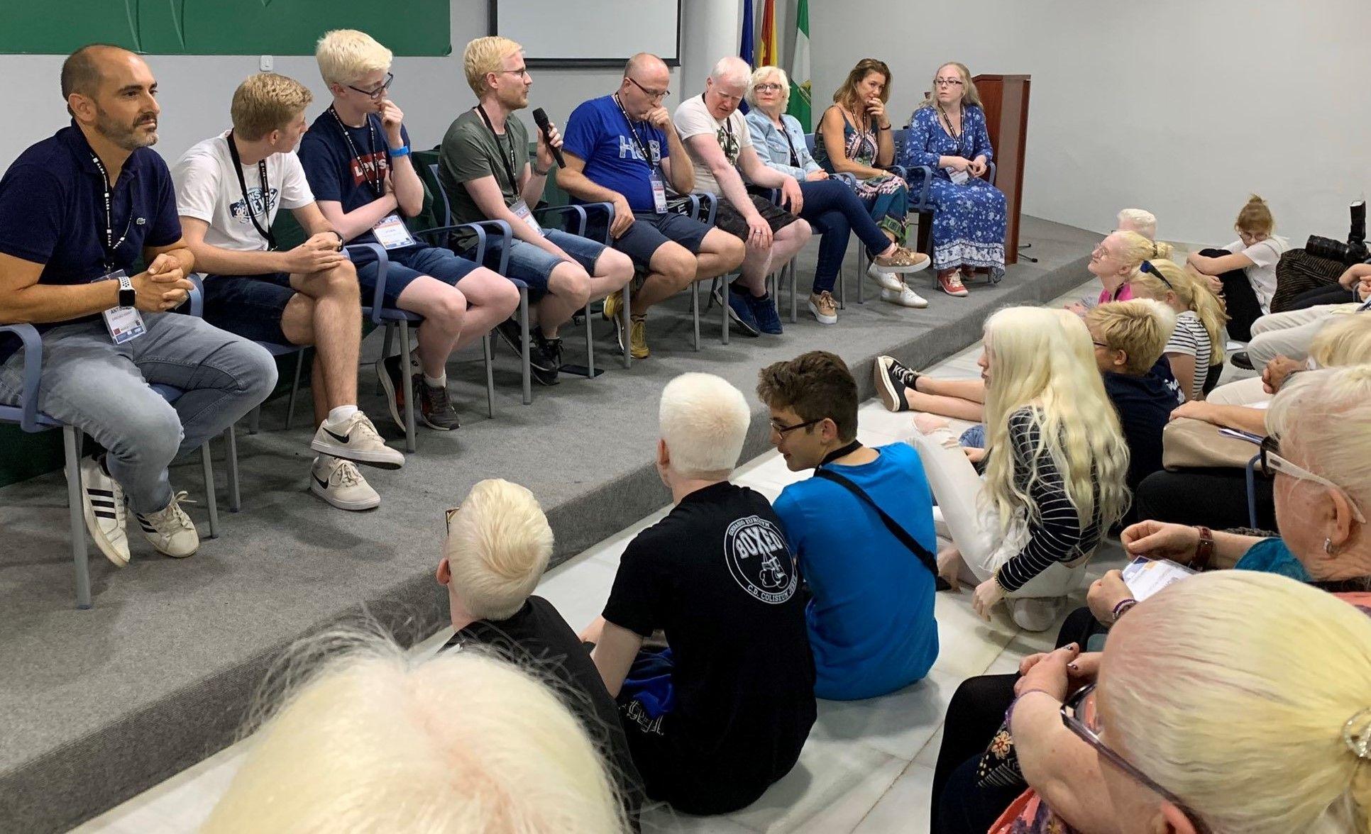 Mesa Redonda personas con albinismo