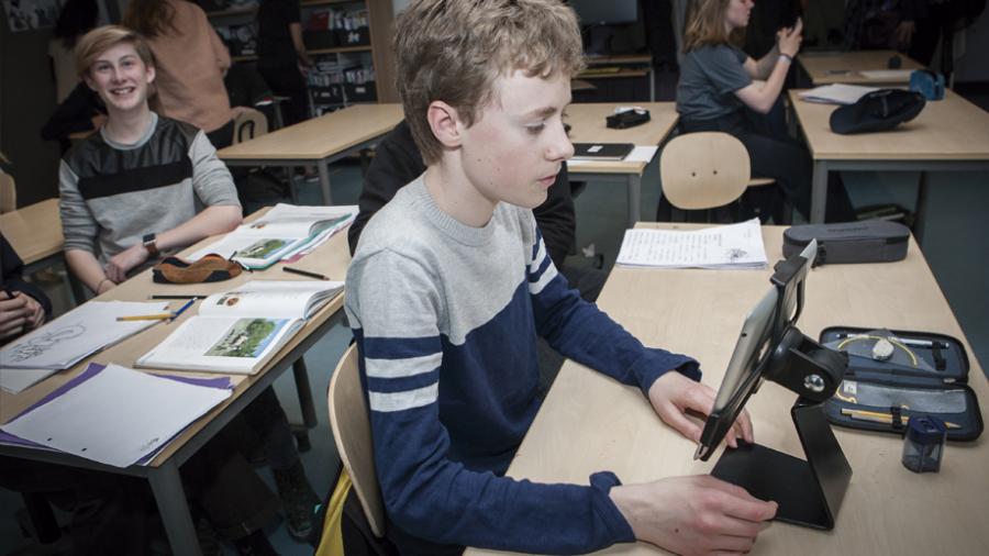 Alumno con iPad
